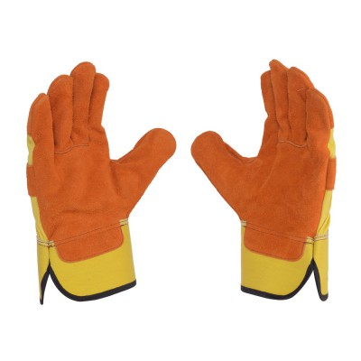 C042, Canadian Leather Gloves for mallcom Hand protection. It is Canadian Leather Gloves